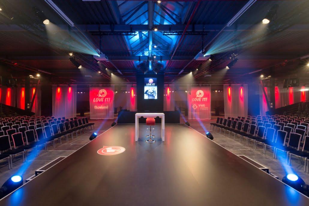 transparante scheidingswand met voile theatergordijnen BOVAG congres Nijkerk